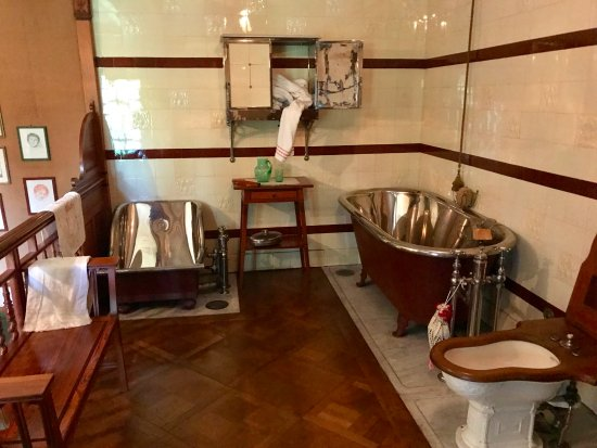 Two-story bathroom in Schloss Hunegg Hilterfingen