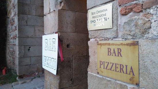 Lozzo Atestino, Italia: Ingresso del locale