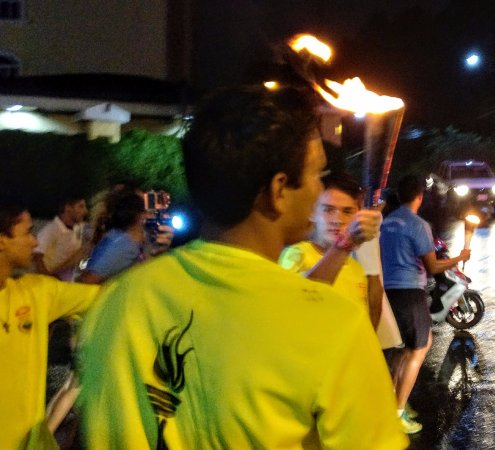San Rafael de Escazu, Costa Rica: Eve of Independence Day parade with torches. Right at the corner of the hotel.