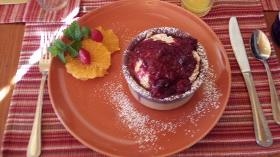 The Suites at Sedona: Baked French Toast with berries