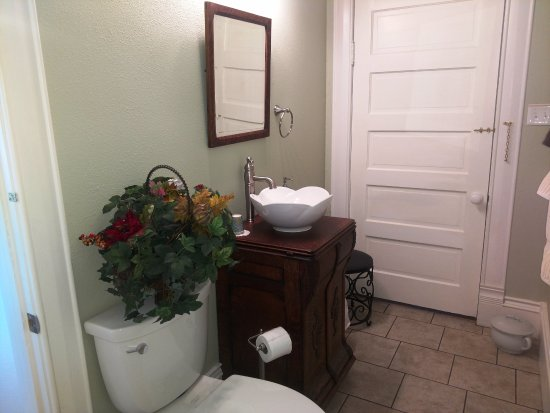 Llano, TX: Howard Room bath