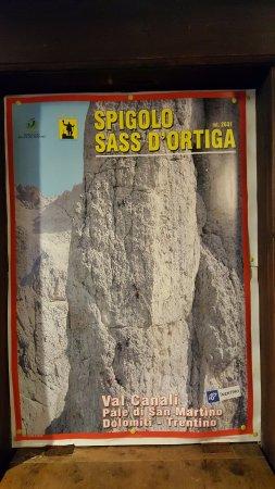 Rifugio Treviso - Canali: poster all'interno del rifugio
