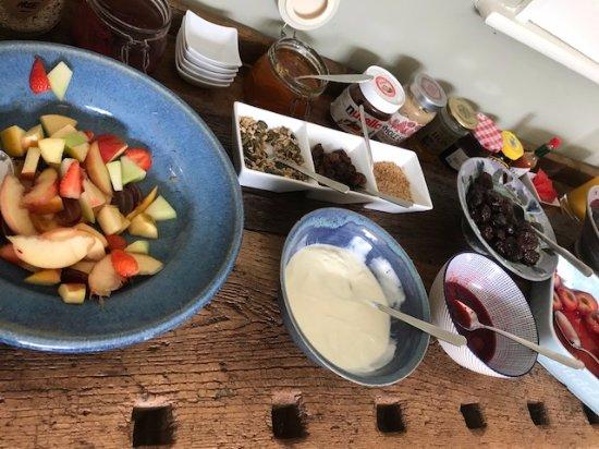 St Minver, UK: Fresh Breakfast Fruit
