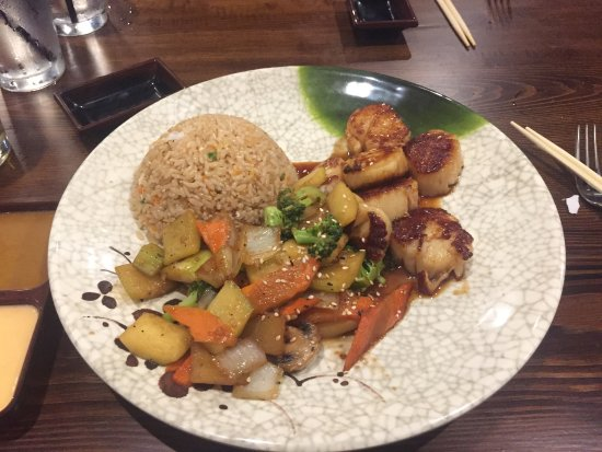 Cranston, RI: Scallop hibachi dinner with vegetables and fried rice