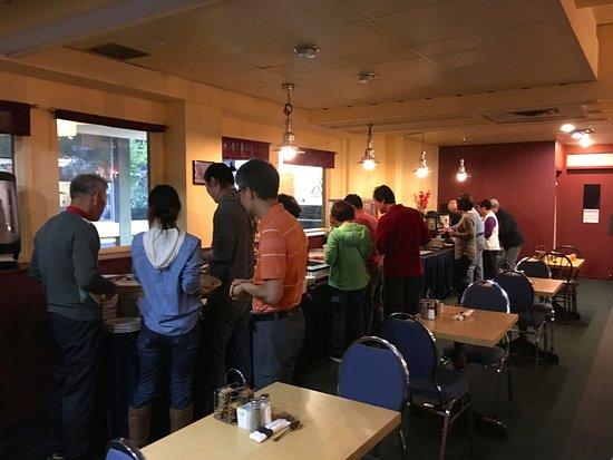Banff Voyager Inn: Breakfast buffet.
