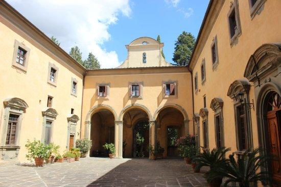 Montegufoni, Italia: Courtyard
