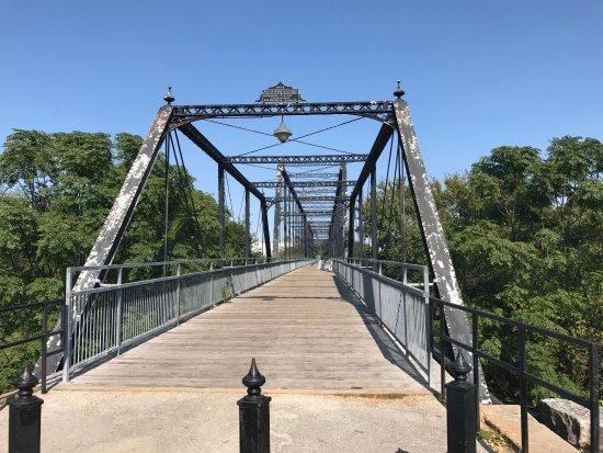 Foto de Faust Street Bridge