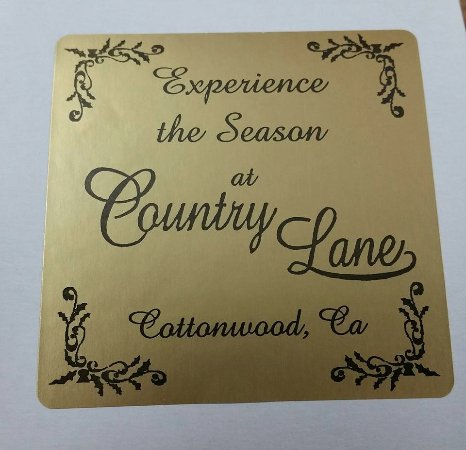 Cottonwood, CA: Counrty Lane - Experience the Season Year Round