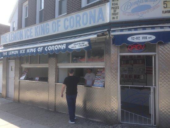 Corona, Estado de Nueva York: Store front