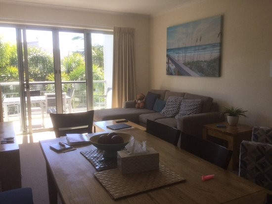 Coolum at the Beach: Large dinning ,lounge area