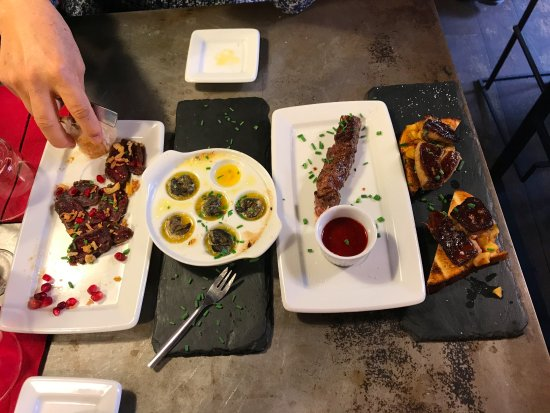 L'Escargot : Trying a variety of great things!