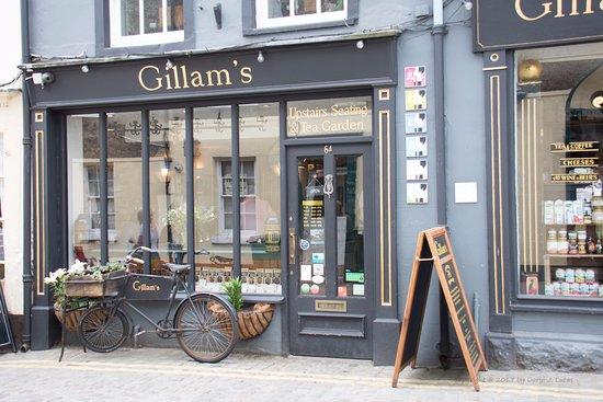 Ulverston, UK: Front of Gillam's cozy shop