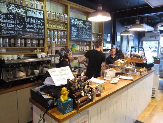 Chorleywood, UK: Jordan and team at work in Rootz Coffee (16/Sept/17).