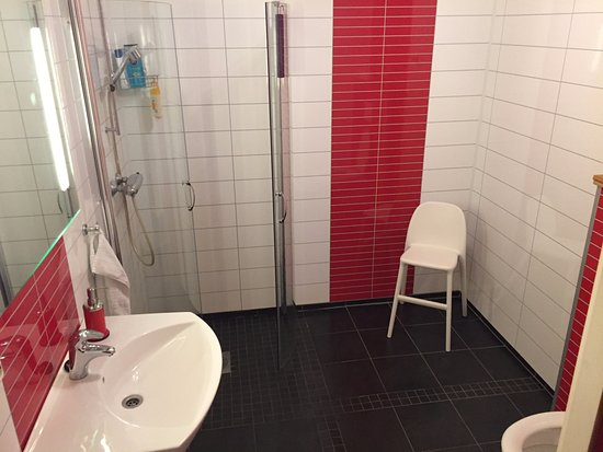Lysebotn, Norge: One of the renovated bathrooms.