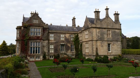 Muckross House, Gardens & Traditional Farms: Side View of the House
