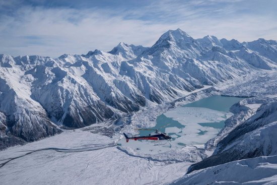Mt. Cook Village, Nueva Zelanda:  Scenic Flight Landing Mount Cook