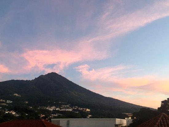 Crowne Plaza Hotel San Salvador: Vistas al amanecer