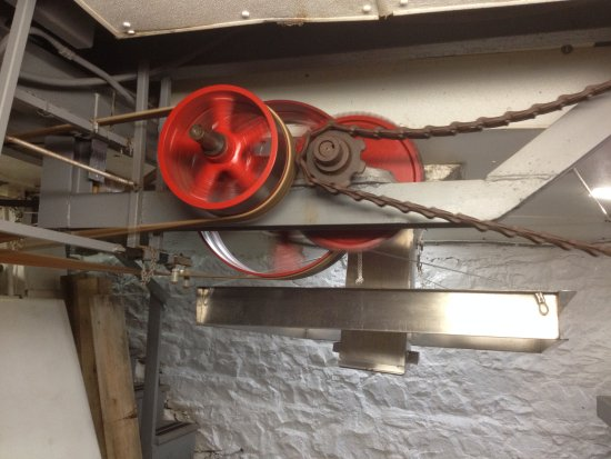 Bloomfield Hills, MI: old gears running the press