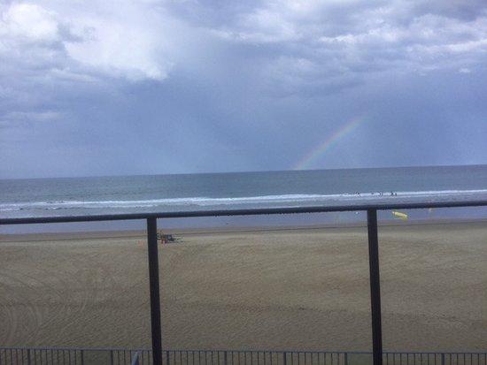 Coolum Beach, Australien: Rainbow for luck maybe
