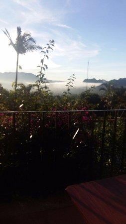 Posada Del Tepozteco: Niebla matutina