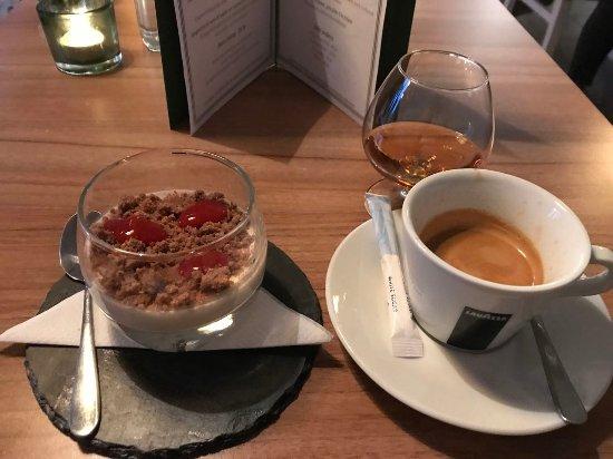 Ornskoldsvik, Sverige: Hallondessert Cognac och Kaffe