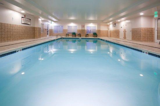 Staybridge suites denver international airport for Angebote swimmingpool
