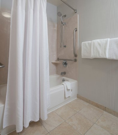 Dothan, AL: Accessible Guest Bathroom