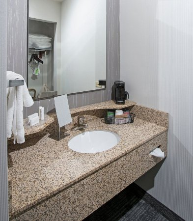 Dothan, AL: Guest Bathroom Vanity