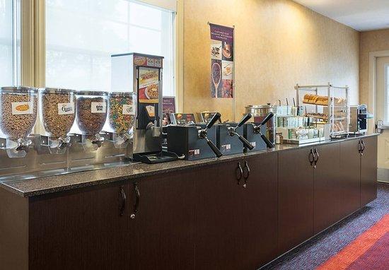Residence Inn San Diego Central: Breakfast Buffet