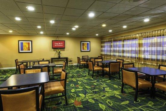 Absecon, NJ: Breakfast Area