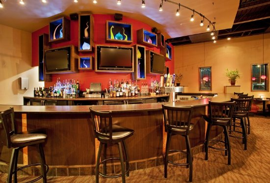 Holiday Inn Kearney: Have a Cold One and Relax at SoZo American Cuisine
