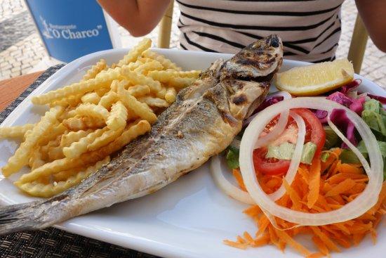 O Charco: peixe, fritas e salada