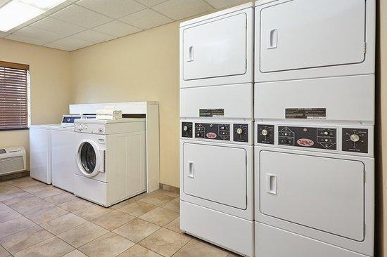 Aurora, IL: Laundry Facility