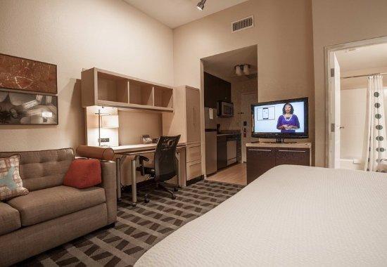 DeSoto, TX: King Studio Suite