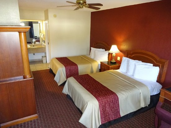 Statesboro, GA: Double Bed