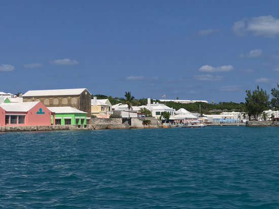 St. George, Bermuda: View when coming in on the ferry from the NCL CRUISE ship. Very clean and beautiful.