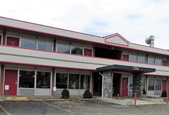 Zanesville, OH: Inn Exterior