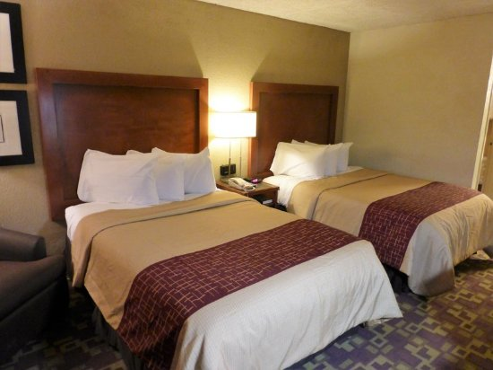 Zanesville, OH: Deluxe 2 Full Beds