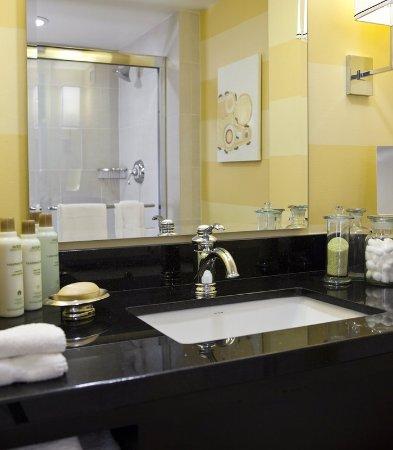 Novi, MI: Guest Bathroom