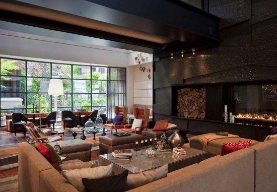 Novi, MI: Lobby Living Room