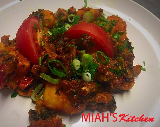 Wellingborough, UK: Mushroom Aloo side dish. Both great texture and taste together.