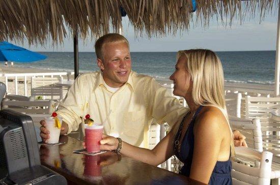 Doubletree Beach Resort by Hilton Tampa Bay / North Redington Beach: Tiki Bar