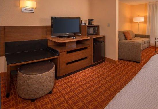 Chambersburg, PA: King Suite - Amenities