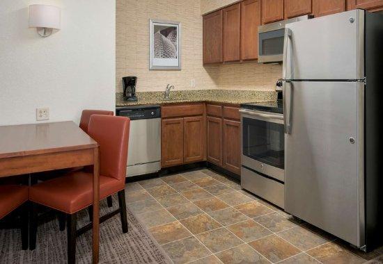 Hauppauge, NY: Suite Kitchen