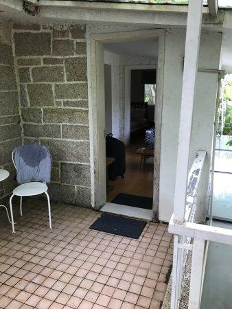 No.6 Crystal Garden Hotel: blick von der Terrasse ins Zimmer
