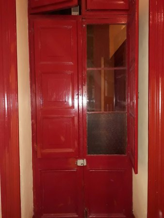 La Casa Roja Hostel: habitación matrimonial hacia pasillo interior privado