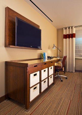 Sherwood Park, Canada: Model Room Desk