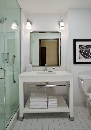 Sherwood Park, Canada: Model Room Bathroom