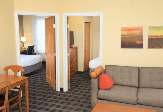 Lombard, IL: Two-Bedroom Suite