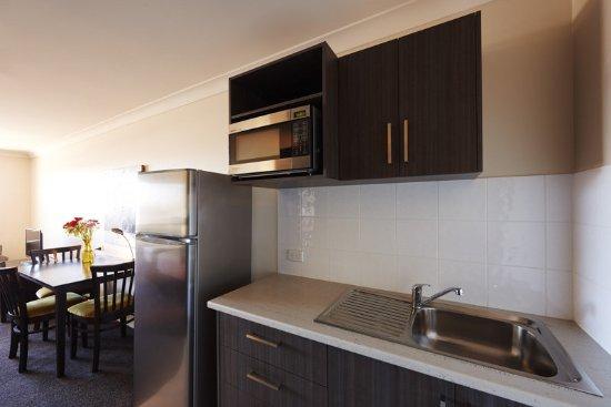 Blackwater, Australia: Executive Twin Room Kitchenette